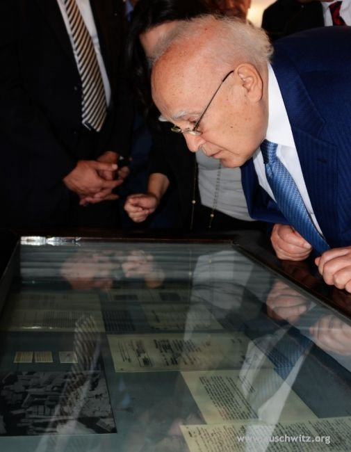 The president of Greece, Karolos Papoulias, visited the Memorial Site and Museum of Auschwitz on 9 July as part of his official two-day visit to Poland.