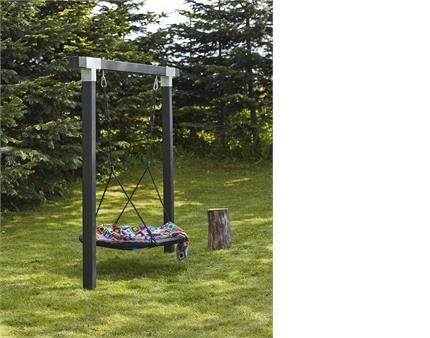 Giv dine børn en masse sjove gyngeture med et gyngestativ/legetårn fra PLUS.