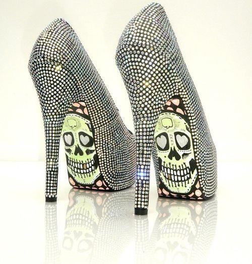 Diamond skull :): Killers Heels, Fashion Shoes, Bling Shoes, Skull Shoes, Girls Fashion, High Heels, Skull Heels, Girls Shoes, Walks In
