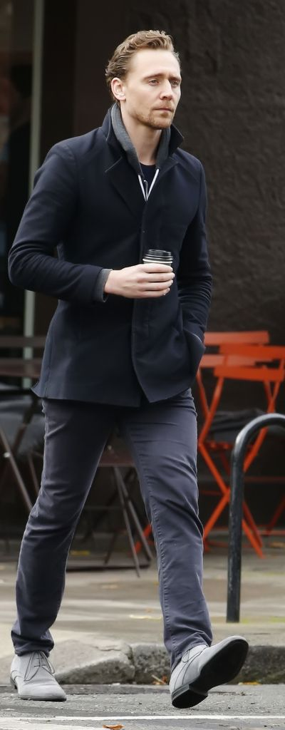 Tom Hiddleston out having breakfast in London on November 10, 2016. Source: Torrilla. Full size image: http://maryxglz.tumblr.com/post/153598715522/tom-hiddleston-out-having-breakfast-in-london-on
