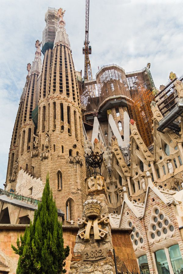 167 best architecture antoni gaudi images on pinterest for Antoni gaudi sagrada familia architecture