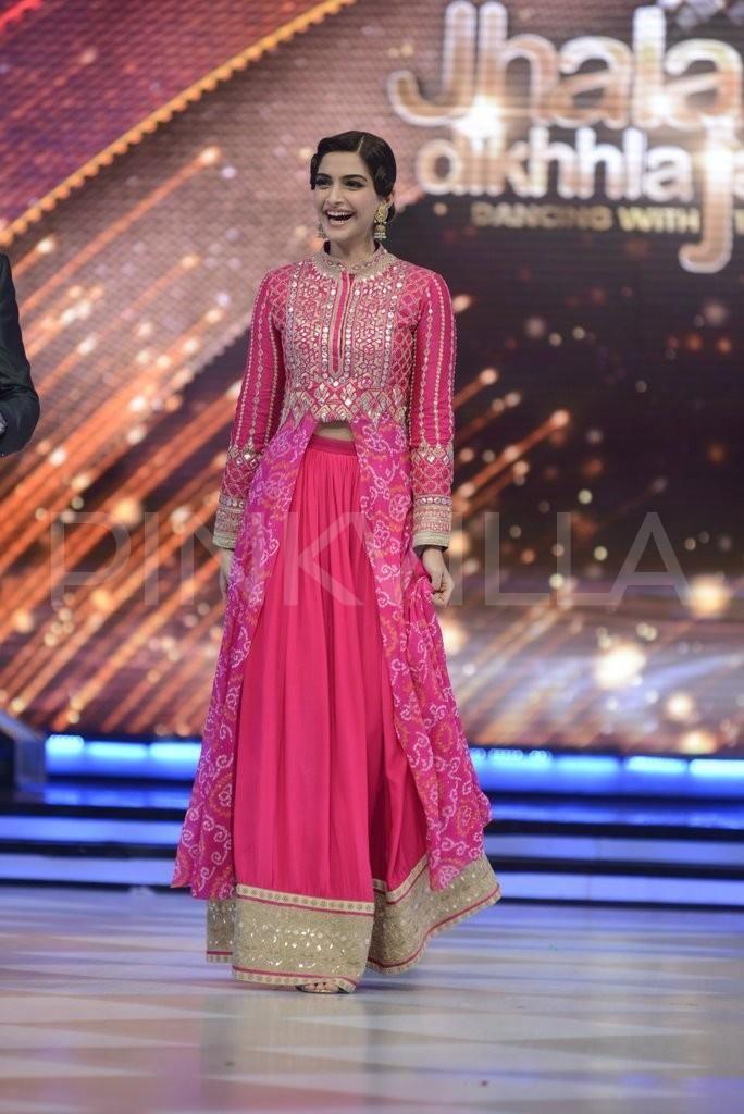 Sonam, Fawad have a blast with Madhuri and team on the sets of Jhalak | PINKVILLA