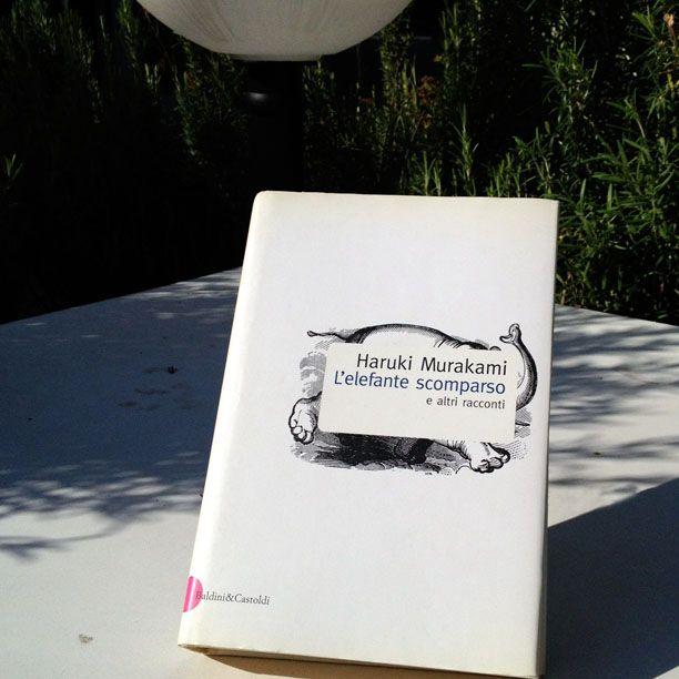 Crudezza, disincanto e ironia dissacrante.  Se non conoscete Murakami questo potrebbe essere il libro per iniziare a scoprirlo.  Fotografa il tuo libro preferito e aggiungi #instapiazze :-)  Il 7 e l'8 settembre  a Le Piazze Street Market si scambiano libri!  #lepiazze #lifestyle #shopping #castelmaggiore #streetmarket #libri