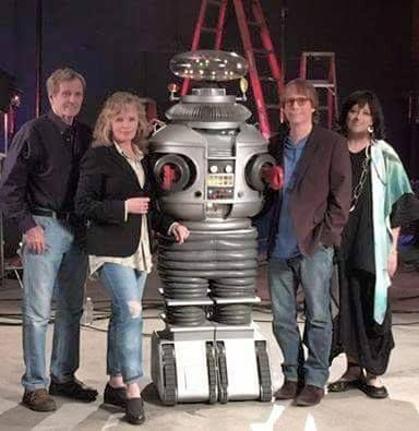 Lost In Space-Angela Cartwright, Bill Mumy, Marta Kristen, Mark Goddard and the Robot
