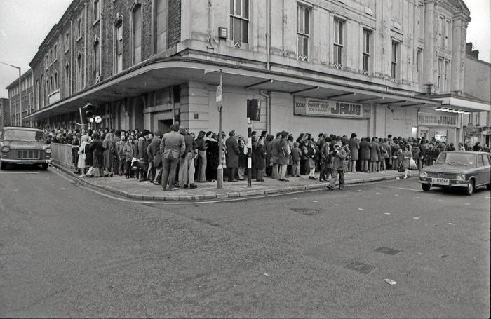 Queuing to see jaws at the albert hall cinema swansea for Door 8 albert hall