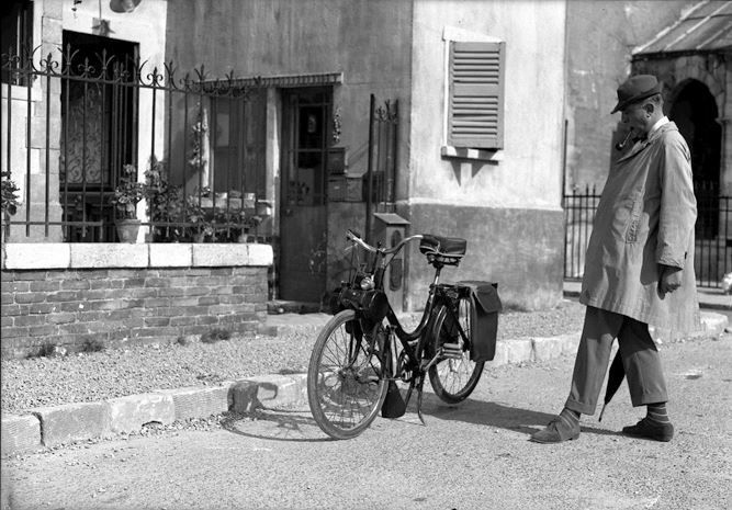 Jacques tati and his solex on set mon oncle saint maur des foss s films - Jacques tati mon oncle ...