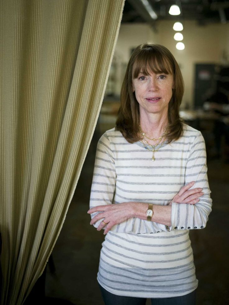 """LOS ANGELES (AP) — If she'd just stuck with her plan to write that family Christmas letter back in the early 1990s, Lisa See might still be reviewing best-selling novels instead of writing them.  [...] the 1995 publication of """"On Gold Mountain,"""" an acclaimed history of Chinese migration to California that draws largely from her family's colorful experiences, turned the former West Coast correspondent for Publishers Weekly into one of Los Angeles' most prominent writers.  With her 12th book…"""