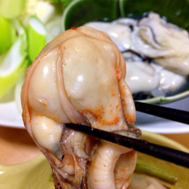 沼津のイシバシプラザの地下食品売り場『魚時』さんで何と3パック500円の牡蠣〜(*☻-☻*) 今日はキムチ鍋でいただきました♬ プリップリでうまぁい〜(≧∇≦) - 96件のもぐもぐ - 牡蠣 キムチ鍋♬ by yugatchan510