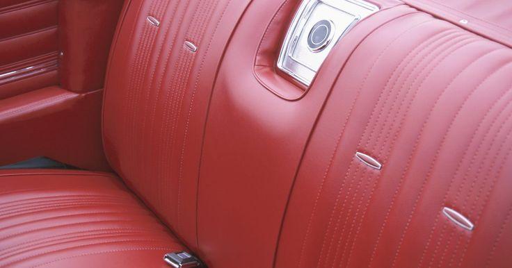 Como usar um secador de cabelos para remover rugas em assentos de couro. Os assentos de couro costumam ser vistos como símbolos de luxo, especialmente em um carro. Independente do local, um assento de couro poderá criar rugas que podem depreciar a sua aparência. Essas rugas podem ser um sinal de que o couro está sendo danificado pelo ambiente. Felizmente, é possível removê-las sem que seja necessário enviar o assento ...
