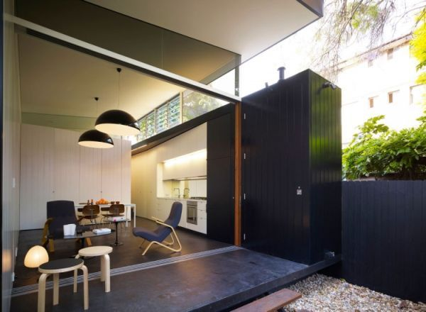 Beautiful House in Sydney by Christopher Polly