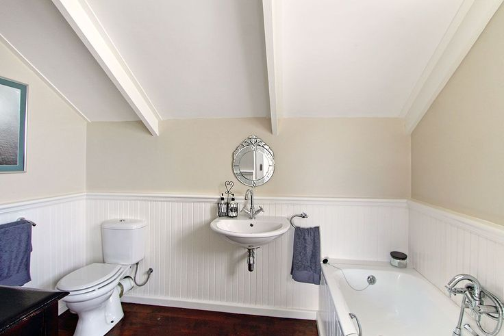 Self catering accommodation, Kommetjie, Cape Town   Upstairs bathroom   http://www.capepointroute.co.za/moreinfoAccommodation.php?aID=476