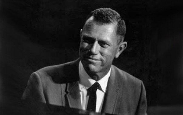 Скончался пианист Пол Смит Пол Смит - известный джазовый пианист, композитор и аранжировщик, скончался в субботу, в возрасте 91 года.   Читайте подробнее: http://itop.fm/genres/11-dzhaz-blyuz/830-skonchalsya-pianist-pol-smit/