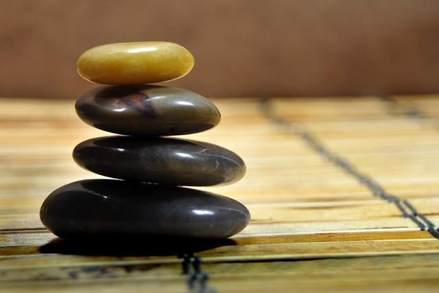Feng Shui: as pedras são um importante elemento para a harmonização dos ambientes feitas de acordo com o Feng Shui. Representam o elemento metal e devem ser utilizadas nos setores do Ba-guá regidos pelo elemento metal. Para Cursos e Consultorias : www.elisabeteabreu.com.br