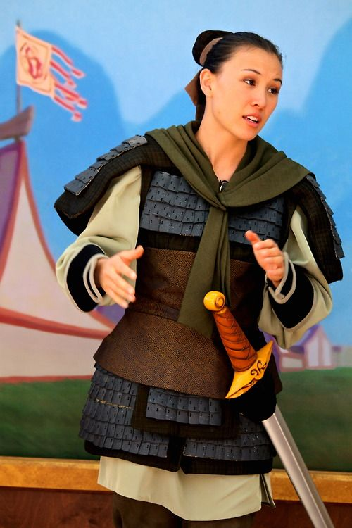 This is an awesome Mulan. I LOVE how she's dressed like Ping, rather than that silly dress she wore at the beginning. I mean, she's wearing this in the movie more than the other outfit.