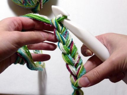 crochet with multiple yarns at once