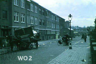 Dit is de evacuatie van de Taxusstraat, met op de achtergrond de Hanenburglaan. De Taxusstraat is volledig gesloopt voor de Atlantikwall.