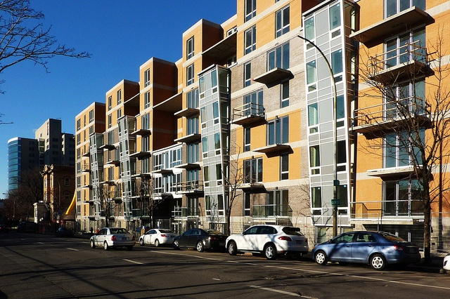 Le Liguori condos. Villeray, Montréal, 14 nov. 2012. Rue Lajeunesse >Nord, entre rue Liège et boul. Crémazie. by DubyDub2009, via Flickr