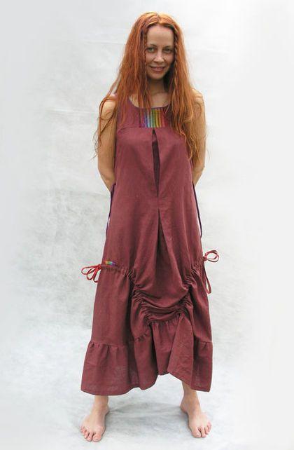 Бохо-платье `шоколадно-бордовое`. Платье из мягкой ткани (смесь льна и хлопка). Свободный силуэт. Сзади на талии кулиска, можно регулировать посадку. Боковые кулиски дают возможность менять силуэт юбки.    Радужные полоски - для тех кто носит радугу в сердце!