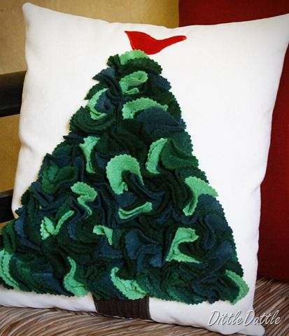 Christmas tree pillow & 40 best Christmas Cushion Covers images on Pinterest | Christmas ... pillowsntoast.com