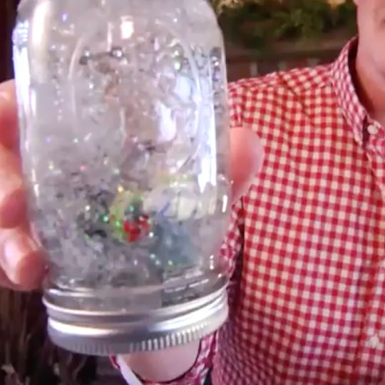 We love Mason jar snow globes. So festive!