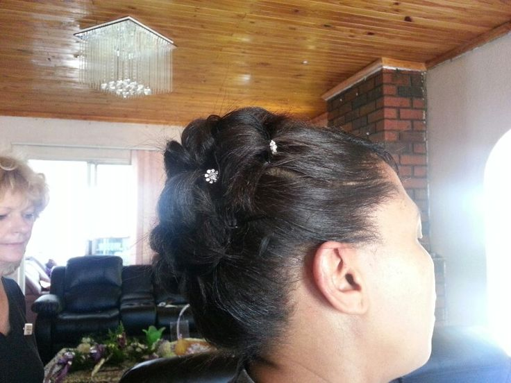 Matron of honor hairstyle (side)