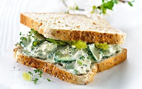 Sandwich med agurk og bladselleri