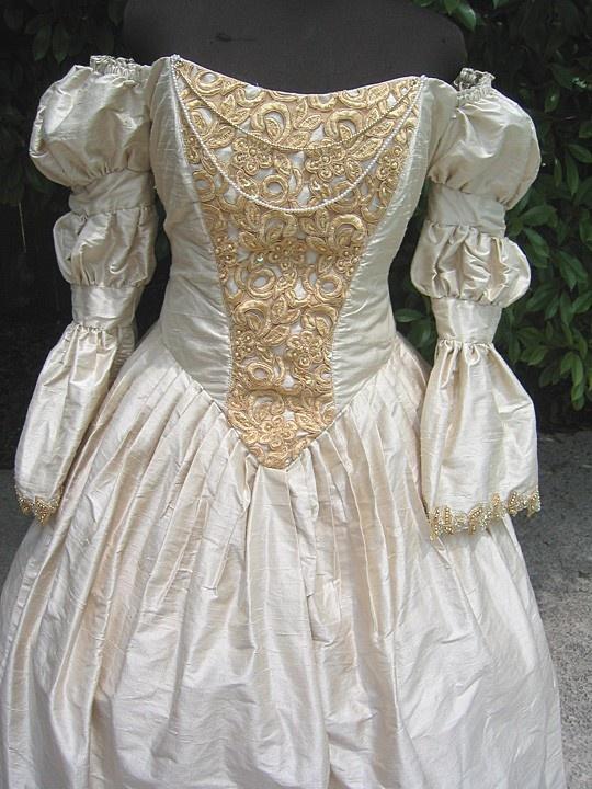 Vintage victorian wedding dress victorian wedding for Vintage victorian wedding dresses