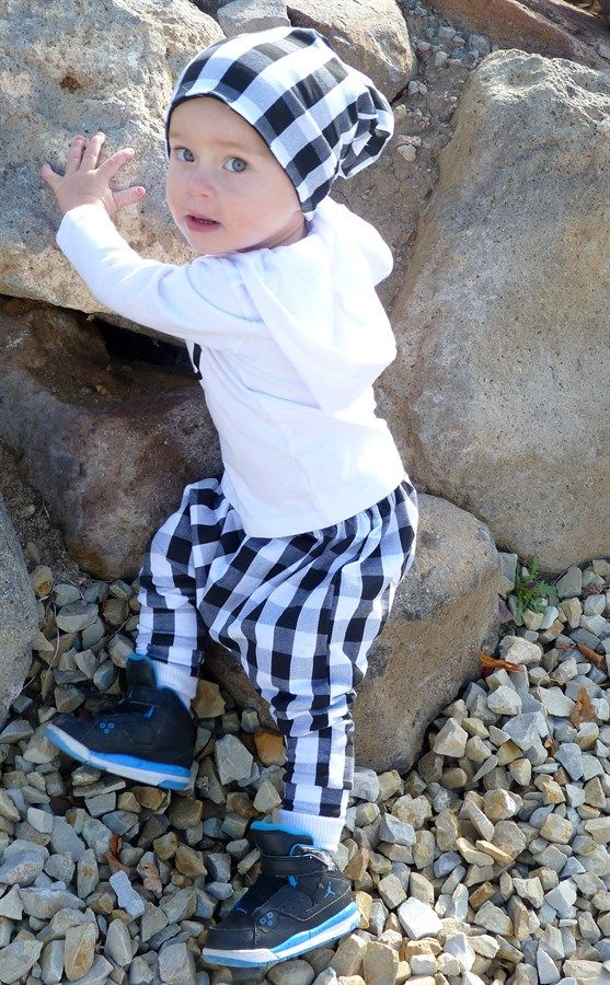 Fashion forward and on trend harem pants in adorable patterns for your little one. Great for everyday wear on little boys and girls. Made with Cotton Jersey Knit Fabric.Available Sizes:Newborn0-3 Months3-6 Months6-12 Months12-18 Months2T3T4T5T