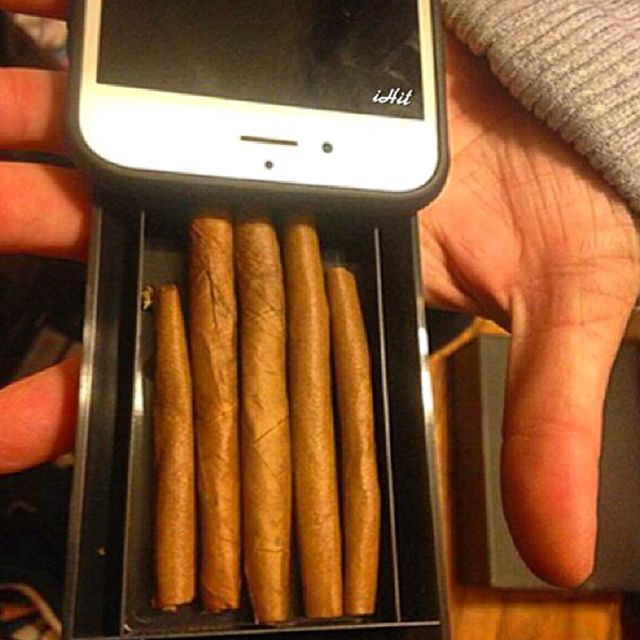 Stash up to 5 blunts or joints from your phone case! Perfect for your next concert or rave! @theihit.com