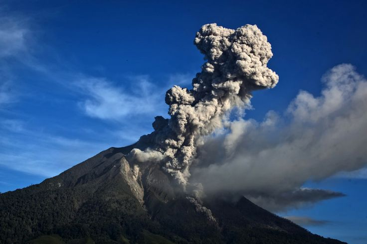KABOOM! Mount Sinabung spewed smoke on Monday in North Sumatra, Indonesia. Mount Sinabung, which has been intermittently erupting since September, erupted eight times in just a few hours on November 17, 2013 | © Ulet Ifansasti | Getty Images