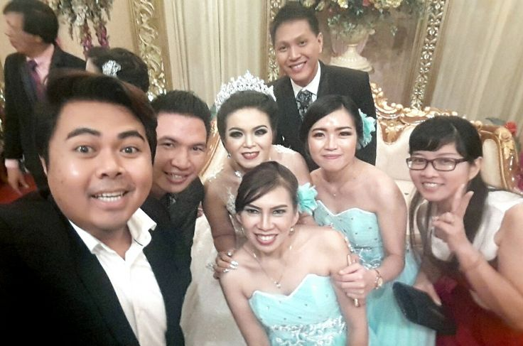when we meet, we do #wefie... with the bride and groom