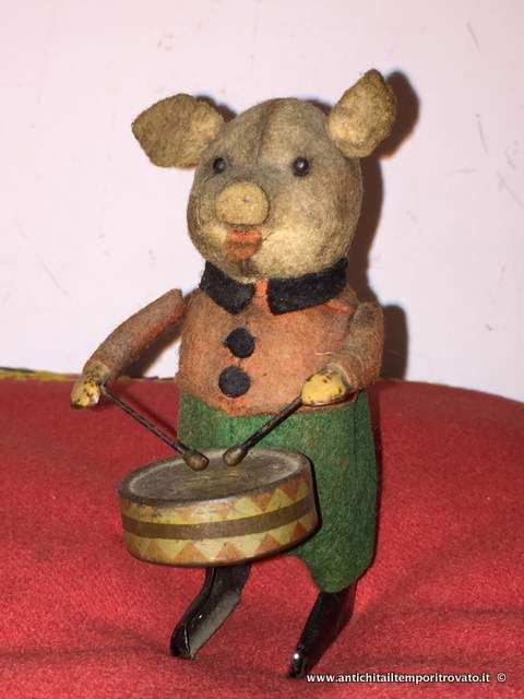 Giocattoli antichi - Giocattoli in latta Porcellino batterista Schuco - Antico maialino a carica manuale Schuco Immagine n°1