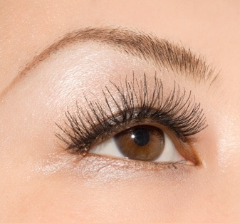 want doll lashes? here's the lowdown on the latest lash trend.