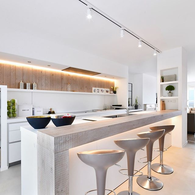 Amazing property in Marbella , see link in our Bio . . . . . #barleigh #barleighellis #villas #atico #attic #penthouse #marbella #barcelona #luxurylifestyle #luxuryhomes #luxuryhotel #luxuryvillas #luxuryjewelry #luxurybrands #luxurywatches #daviscup #copadavis #tennis #puenteromano #technal #marble #zirconia #piedras #joyas #wooalia #magazine - posted by Ronei Koleśny https://www.instagram.com/roneikolesny - See more Luxury Real Estate photos from Local Realtors at…