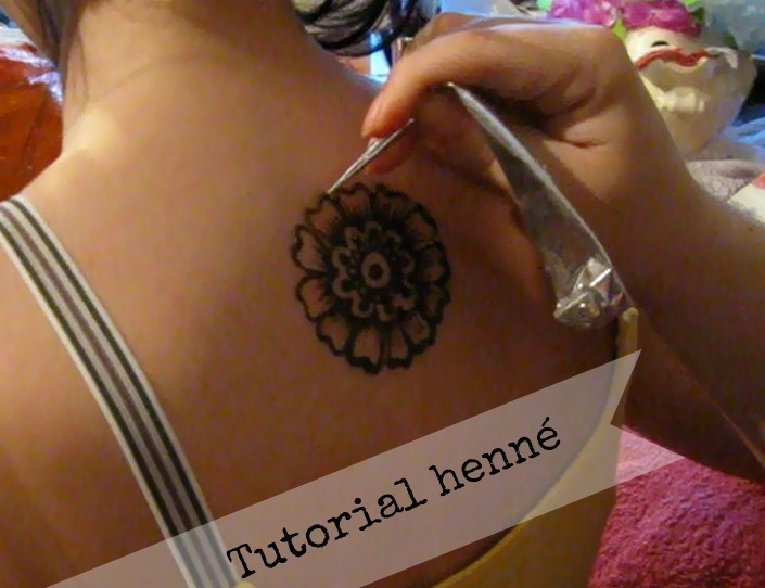 tutorial per fare disegni/body art/tatuaggi con henné http://www.4blog.info/school/2012/guest-post-come-fare-decorazioni-e-tatuaggi-con-lhenn-o-henna/#more-6750