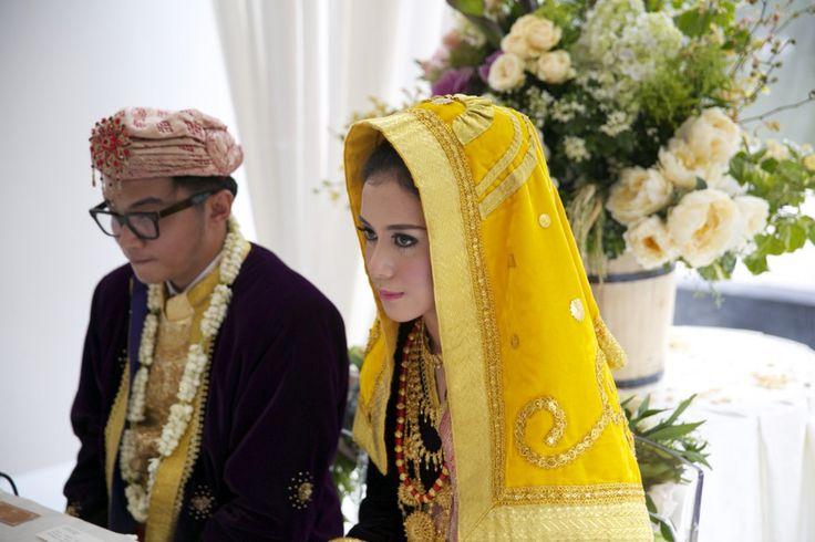 Pernikahan Minang di Chakra Venue, BSD. Kostum Koto Gadang dari Sanggar Radja - www.thebridedept.com