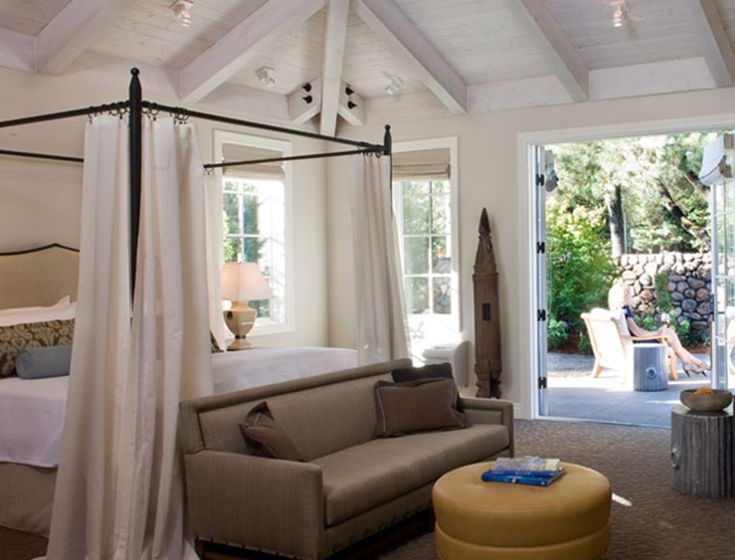 The Napa Valley Guide   Although it's 80 rooms strong (and has the spa, restaurants, and pool to accommodate that many guests), Hotel Yountville feels like a small, quaint, boutique hotel.