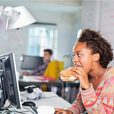 You eat too fast - Habits That Bloat You - Health Mobile