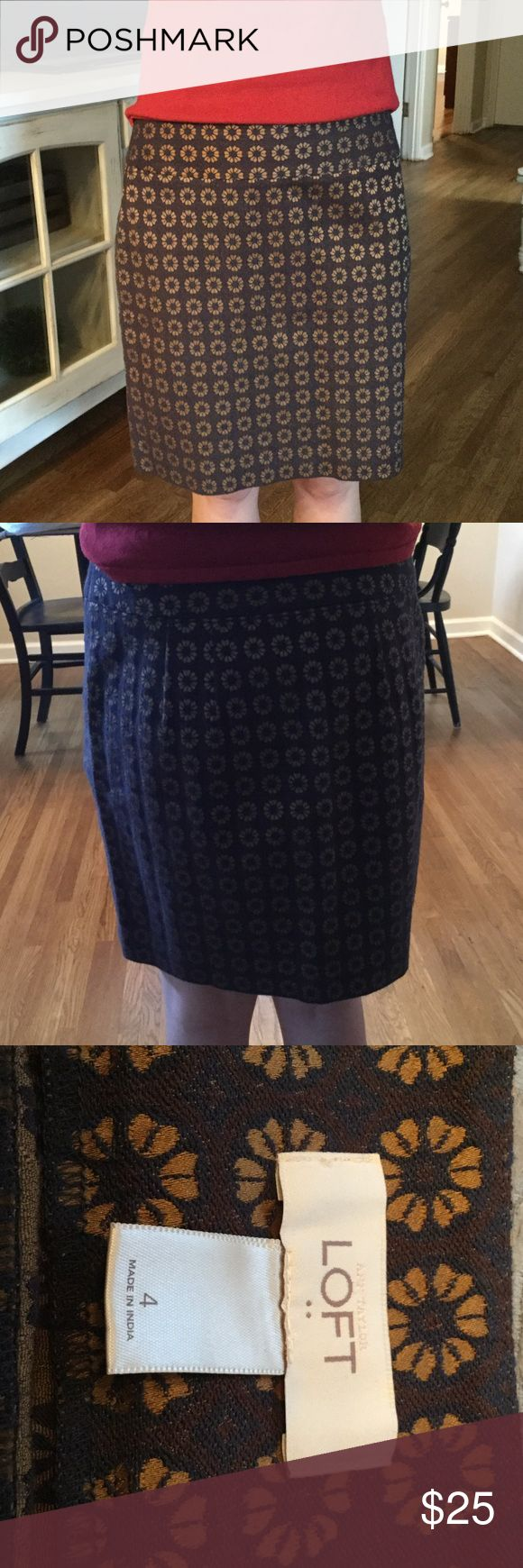 Ann Taylor Loft Skirt Perfect for the boardroom!!! Ann Taylor Skirts Midi