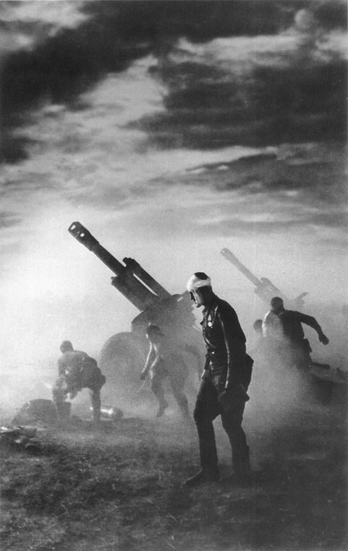"""World War II, in Russia – the Great Patriotic War (22 June 1941 – 9 May 1945). """"We shall Defend to the Death."""" Photo by Emmanuil Evzerikhin. 1943 or 1944."""