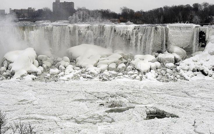 Niagara Falls freeze over on US side