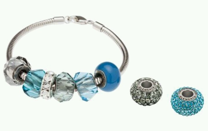 Swarovski's #BeCharmed Blue Ocean Starter Set. Available at www.KaydeDesigns.com #beads #beadsters #beadsonthego #kaydedesigns