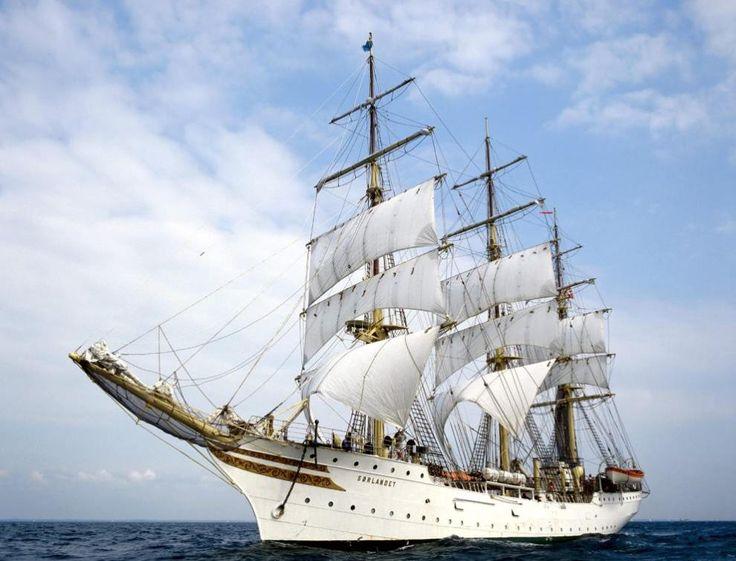 Uno de los veleros mas grandes del mundo: Tattoo Ideas, Sailboats, Tall Ships, Sailing Ships, Sea, Tallship, Crui Ships, Sailing Away, Sailing Boats