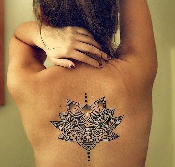 Superar dificuldades e seguir com sua vida. A flor de lotus nasce onde ninguém imagina que terá vida.