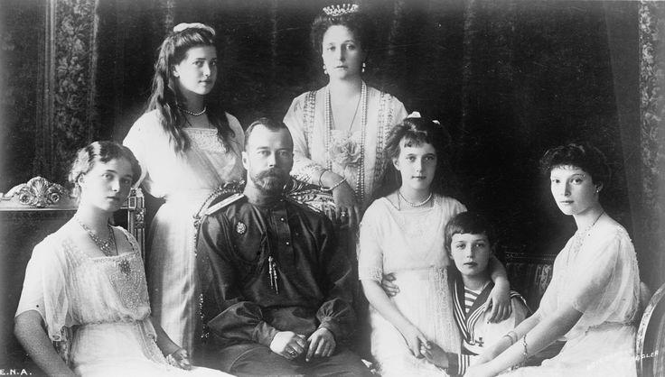 de tsaar met zijn familie. zij waren de leiders voor 1917.