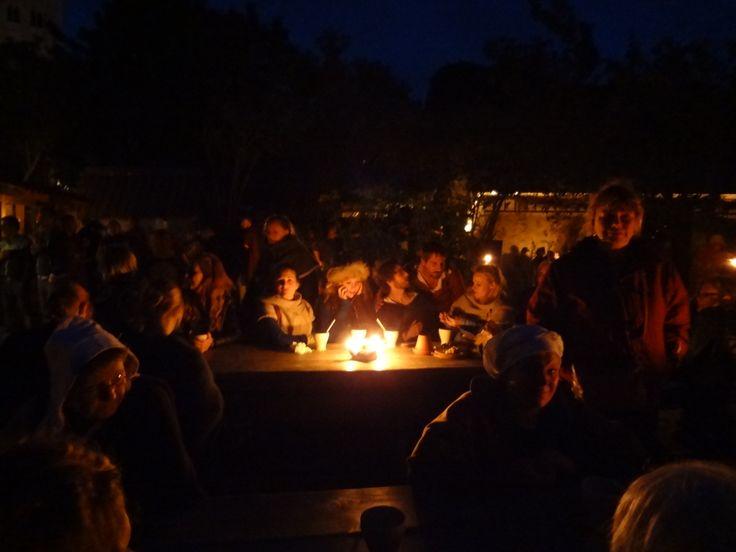 ... omdat je zo ook op een terrasje kunt zitten..., photo: Merry Folk #Medeltidsveckan http://www.medeltidsveckan.se/