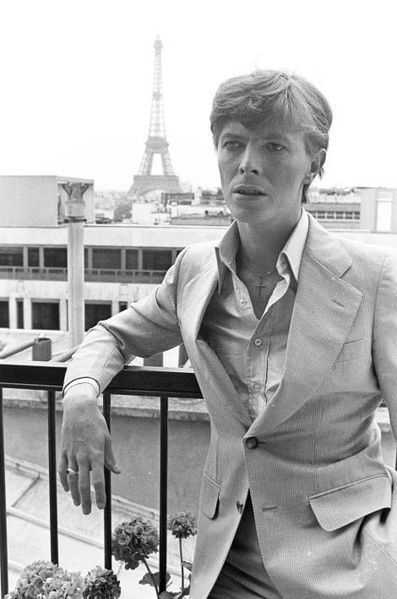 Le photographe de Paris Match avait immortalisé la beauté du chanteur britannique David Bowie lors de son passage à Paris, en 1977, puis sur le tourna...
