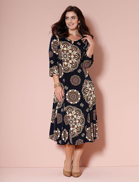 Wie aus einer anderen Zeit wirkt dieses weich fallende Kleid mit opulentem Druckmuster. Umso schöner, dass wir uns heute darüber freuen und unseren Kleiderschrank damit schmücken dürfen. #Mode #70s