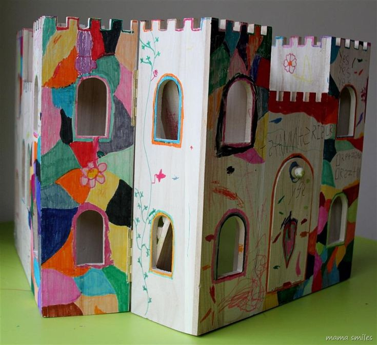 Let your children decorate their own wooden castle!Castles Wall, Kids Projects, Collaborative Diy, Children Decor, Kids Stuff, Diy Education, Boys, Child Decor Wooden, Wooden Castles