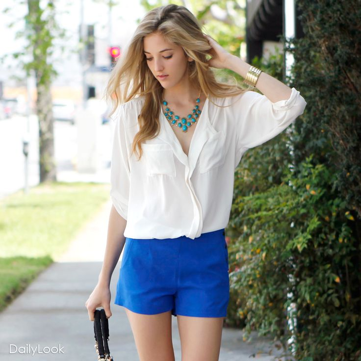 What the nice outfit with royal blue shorts and white shirt! And i love that necklace.
